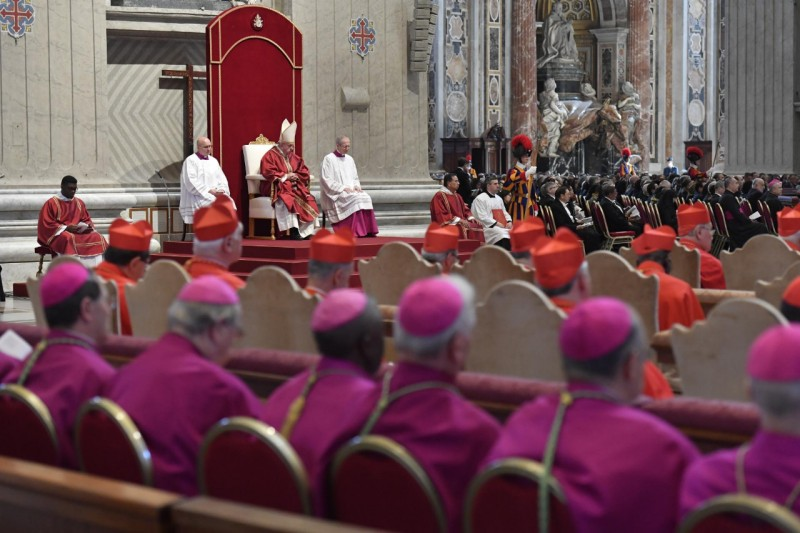 El Papa escucha a Cantalamessa