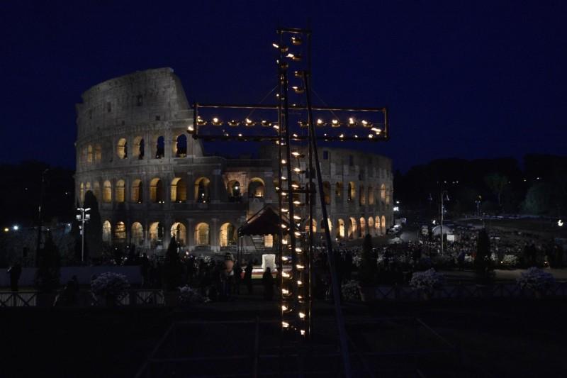 Via Crucis en el Coliseo