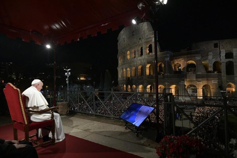 El Papa presidió el Via Crucis