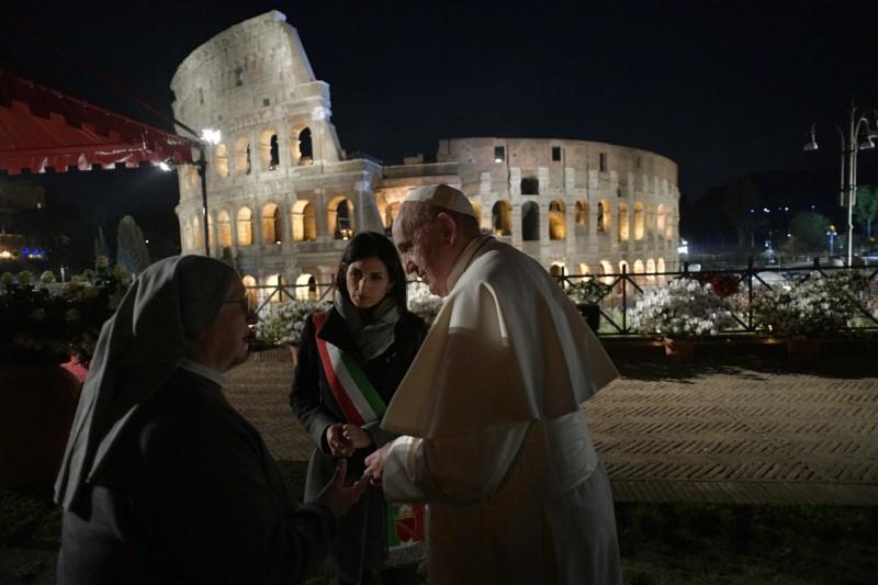 El Papa, con la alcaldesa de Roma y sor Eugenia
