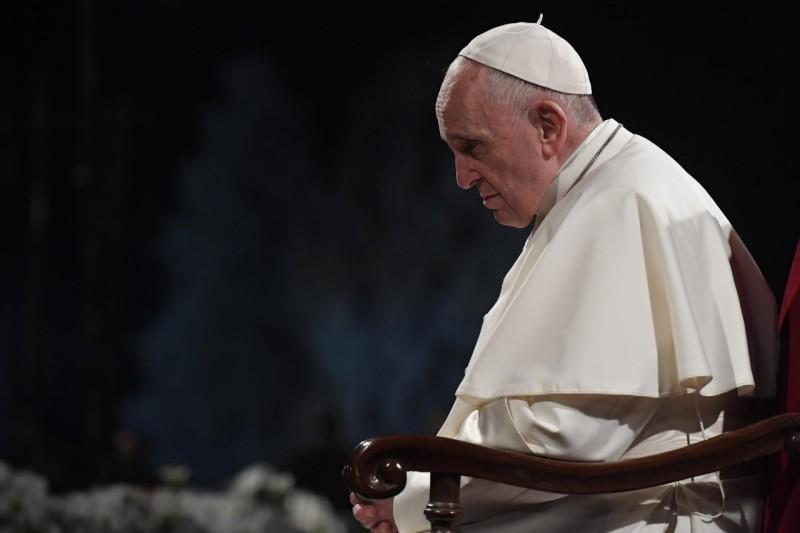 El Papa, ora en el Palatino
