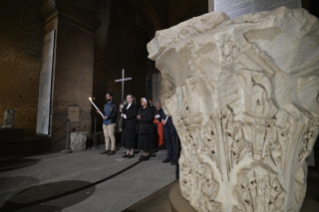 16-Way of the Cross at the Colosseum presided over by the Holy Father - Good Friday