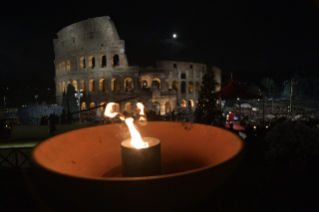 22-Way of the Cross at the Colosseum presided over by the Holy Father - Good Friday