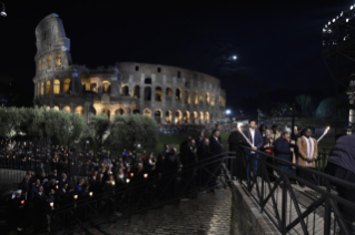 25-Way of the Cross at the Colosseum presided over by the Holy Father - Good Friday