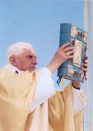 http://www.vatican.va/news_services/liturgy/2006/img/bxvi_presentazione_messale.jpg